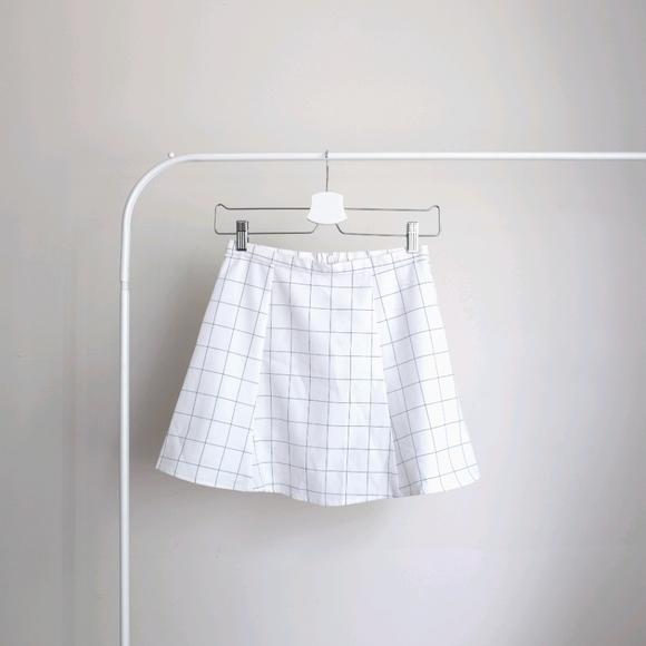 📌BOGO White Plaid Skirt